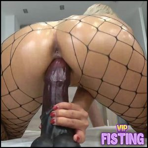 Huge Rubber Dildo Deep Penetration In Wet Pussy With Blonde – Carry Light – Colossal Dildo