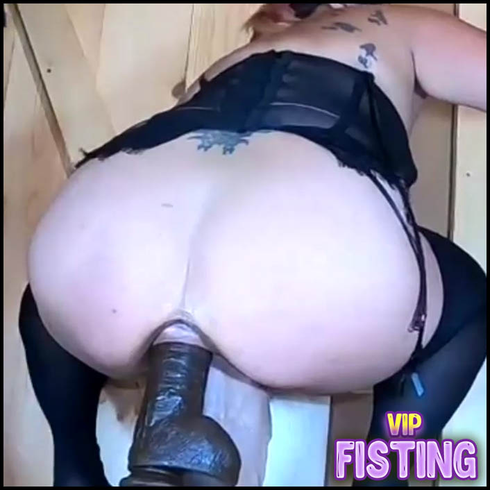 Homemade Booty Wife Double Shocking Dildos Gets in Her Wet Pussy