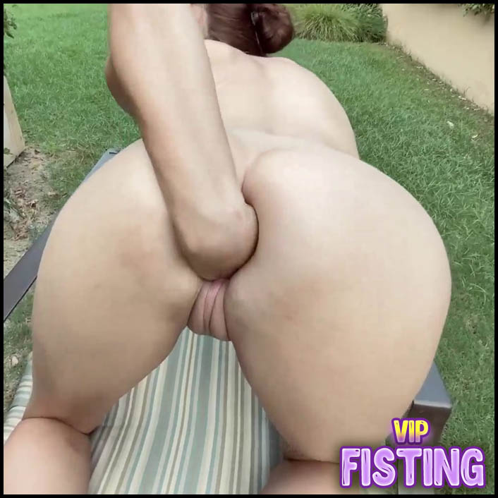 New Cute Pornstar Awwshuxxx Sex and Fisting Outdoor