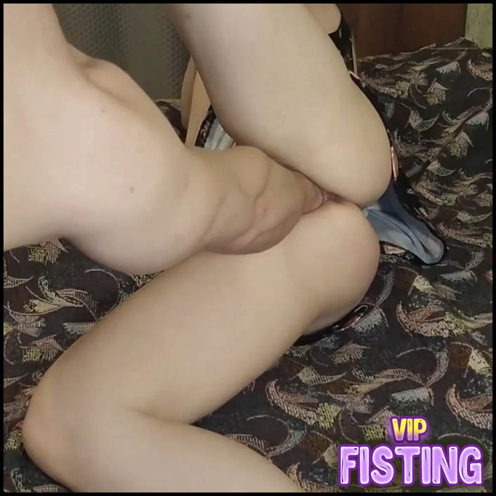 Young Russian Teen Gets Fisted Vaginal From Boyfriend