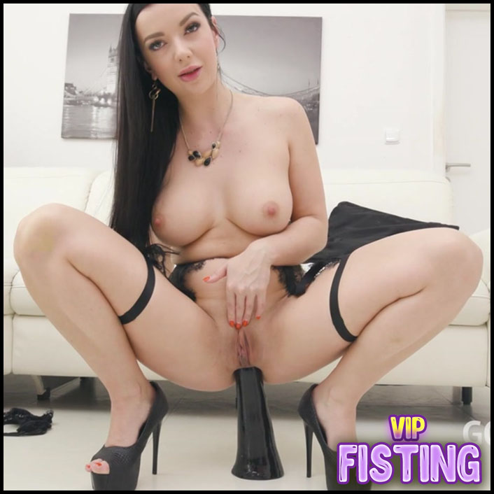 Brunette Gets Amazing Peeing and Cumshot Domination - Lady Gang