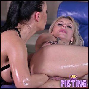 Mistress Honey Demon Lesbian Fisting Domination – Brittany Bardot – Anal Fisting