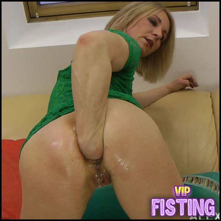 Very Sweet Anal Prolapse During Fisting Sex - Sindy Rose