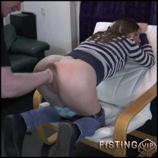 Perverted girl Karina gets deep vaginal fisting – Full HD-1080p, deep fisting, pussy fisting (Release September 12, 2017)