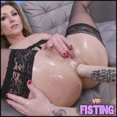 Gets Triple Penetration With Fisting From Giada Sgh, Julia North